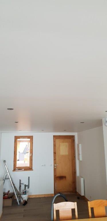 Murs plafond (avec spots intégrés dans le plafond)