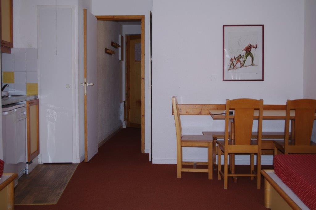 Avant : Un deux pièces + 1 studio cabine (côte à côte)
