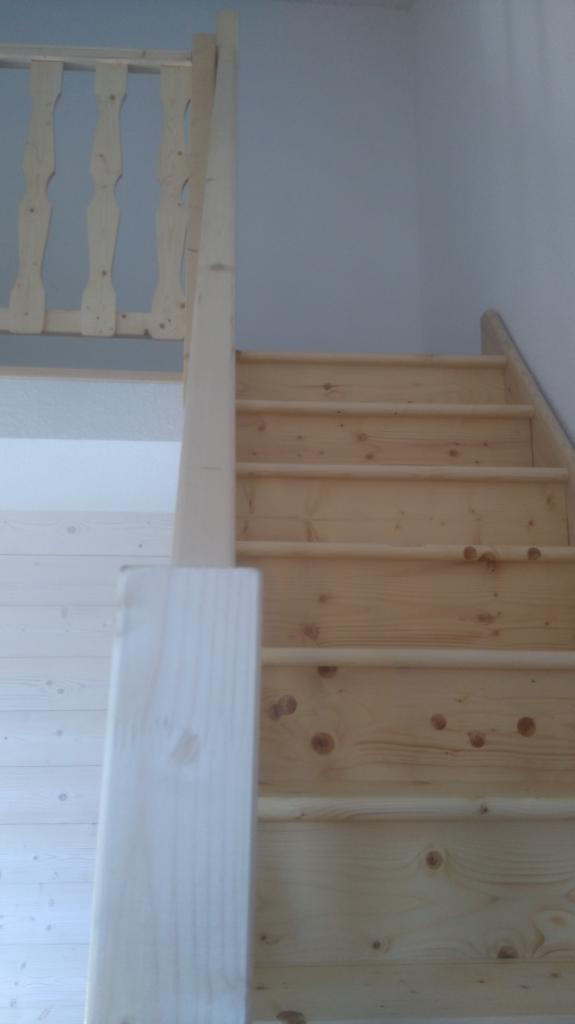 Escalier permettant l'accès à une mezzanine créée dans les combles