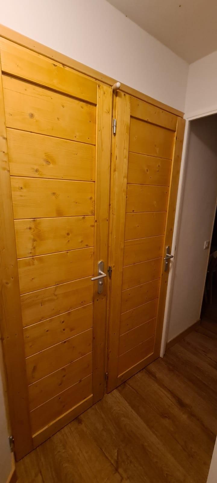 Création de deux portes pour séparer salle d'eau et WC