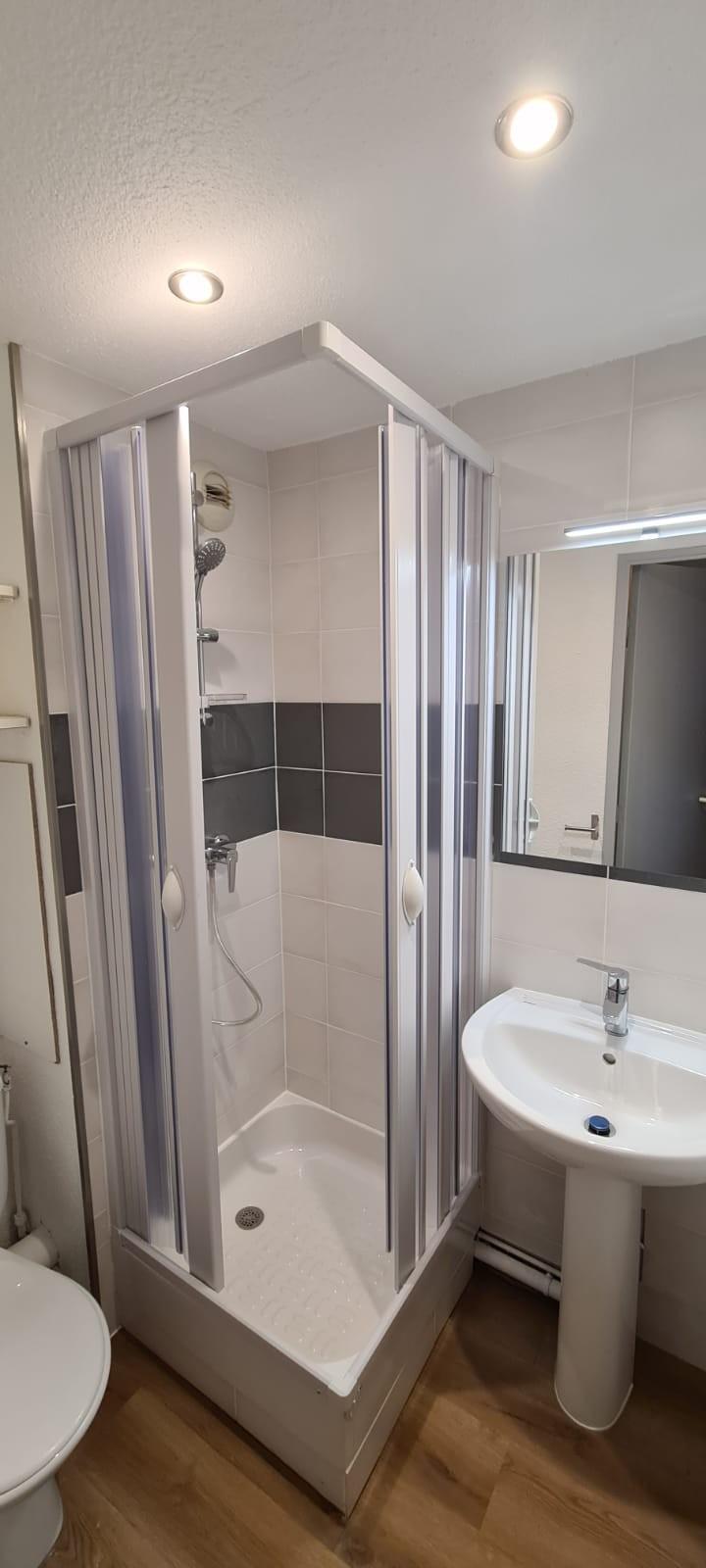 Rénovation salle d'eau avec nouvelle cabine de douche