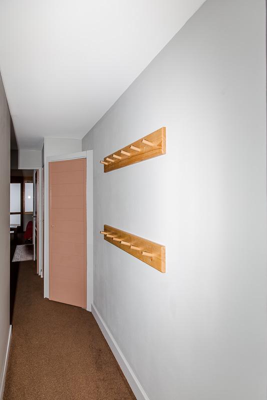 Couloir : murs, portes, plafond